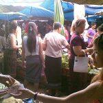 Et marked og en gade i Vientiane, Laos