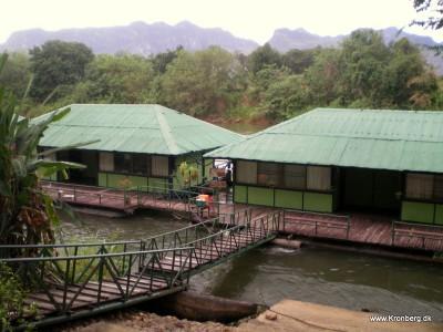 Flydende bungalows i River Kwai Noi
